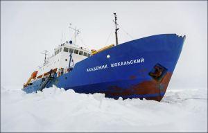 antarctica-icebound-ship-1