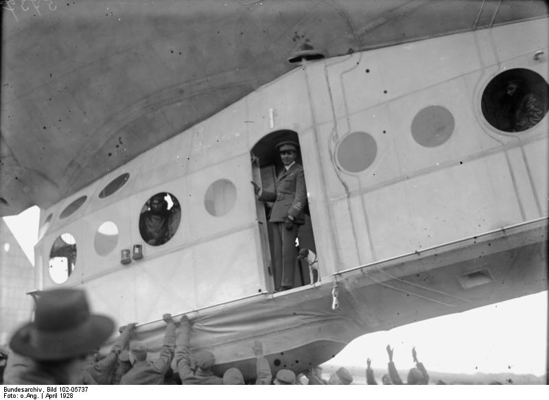 "Stolp, Landung des Nordpol-Luftschiffes ""Italia"""
