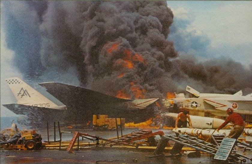 USS_Forrestal_fire_RA-5Cs_burning_1967