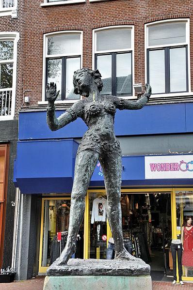 Mata_Hari statue