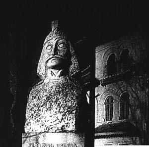 Vlad Dracul statue