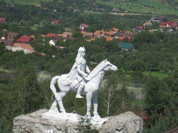 Vlad Dracul statue1