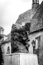 Vlad Dracul statue3