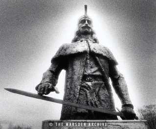 Vlad Dracul statue5