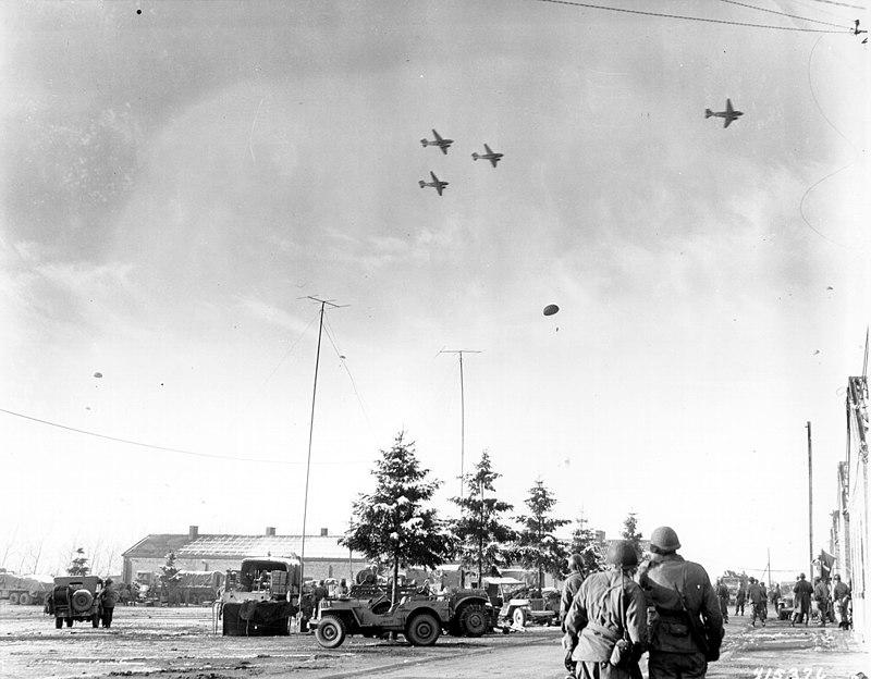 800px-Bastogne_resupply1944_sm