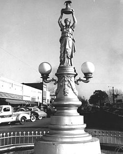 Boll_weevil_monument