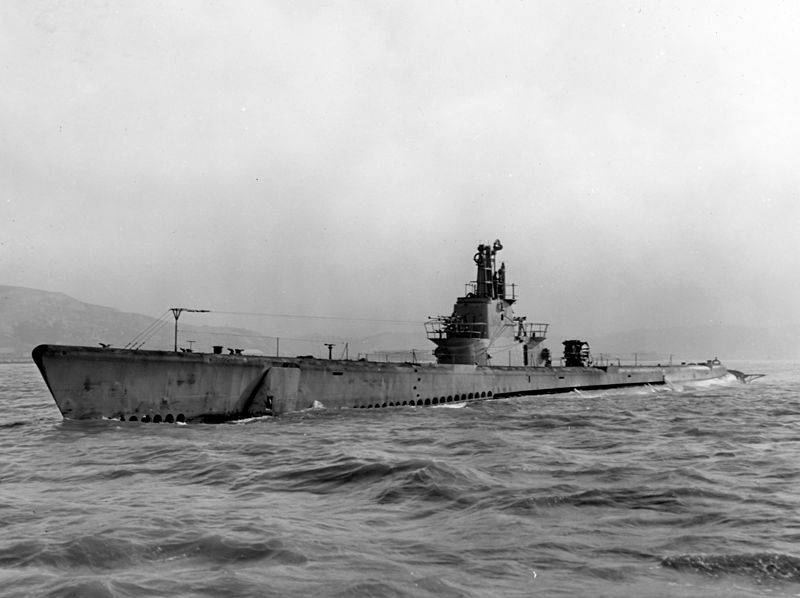 USS_Barb_(SS-220)_underway_in_May_1945