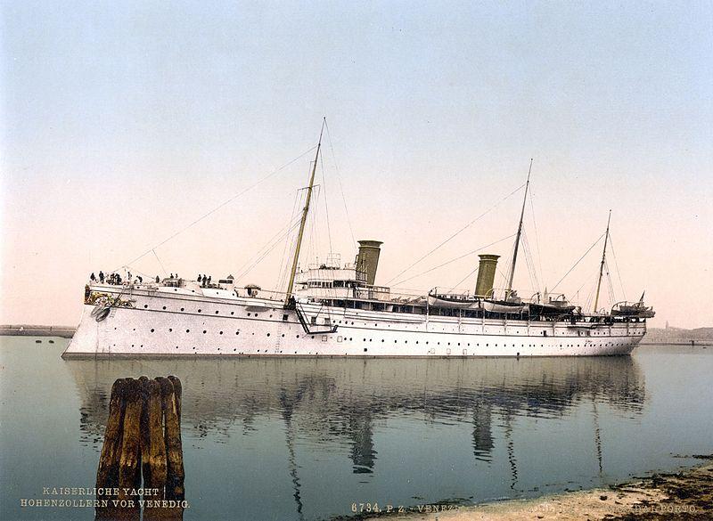 Hohenzollern,_leaving_the_harbor,_Venice,_Italy-LCCN2001701060