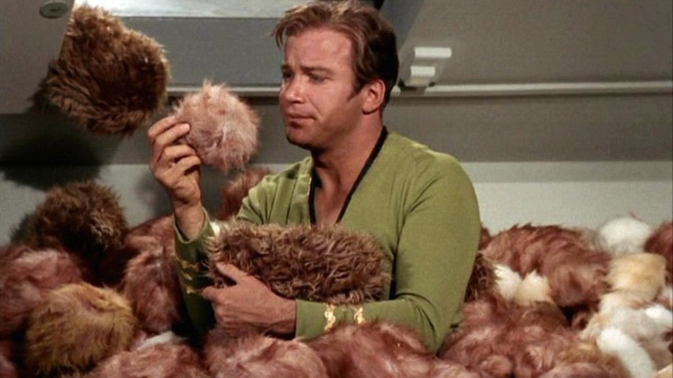 Kirk_surrounded_by_Tribbles-970x545