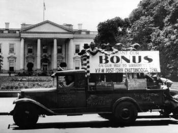bonus-army-veterans-from-chattanooga-parade-past-white-house-in-a-truck-may-18-1932