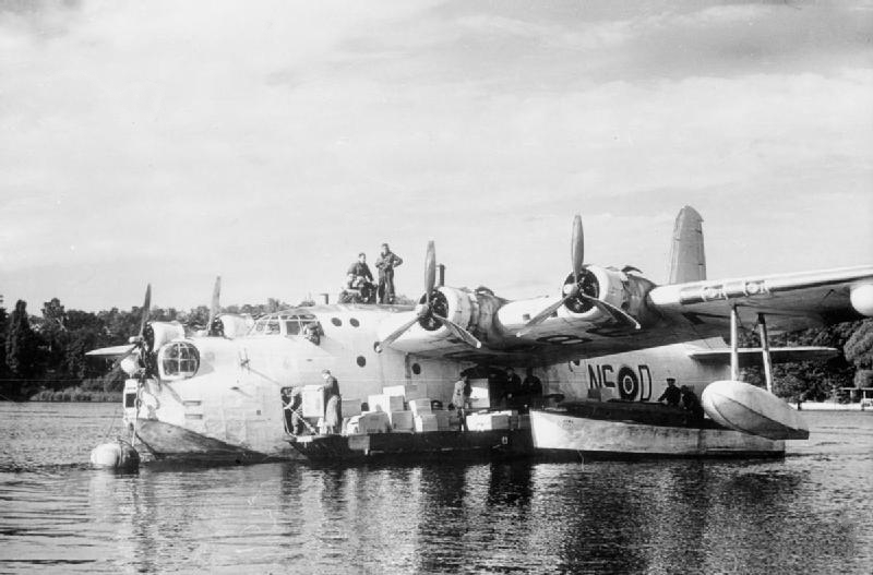 Sunderland_201_Sqn_on_Havel_during_Berlin_Airlift_1948