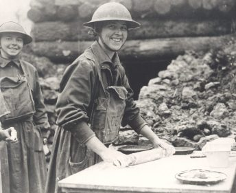 wwi-doughnut-girls-7