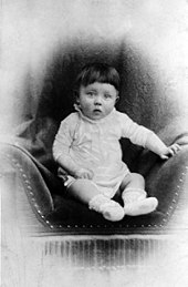 170px-Bundesarchiv_Bild_183-1989-0322-506,_Adolf_Hitler,_Kinderbild_retouched
