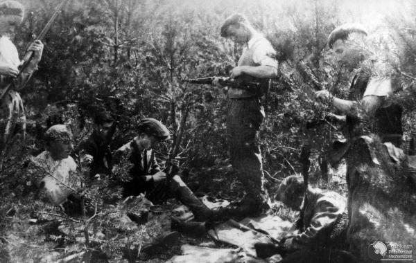 Polish Partisans preparing for battle_WW2
