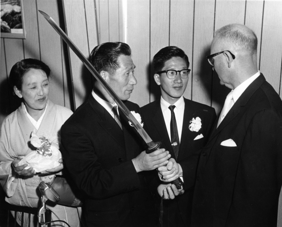 Nobuo Fujita presents his family's sword to the mayor of Brookin