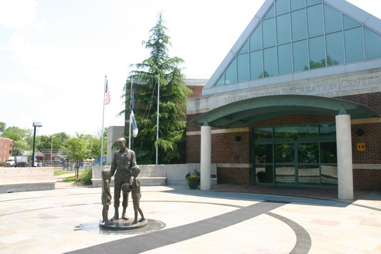 Rockys Statue_Plaza1