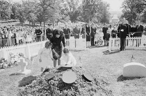 John-F.-Kennedy-Original-Grave