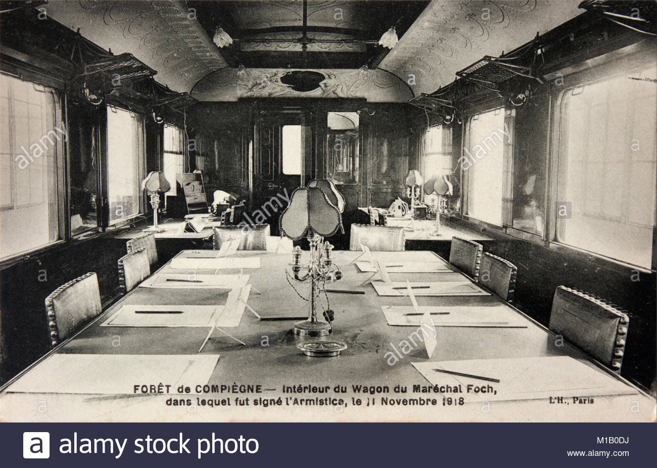 original-french-postcard-showing-the-wagon-in-which-the-ww1-armistice-M1B0DJ