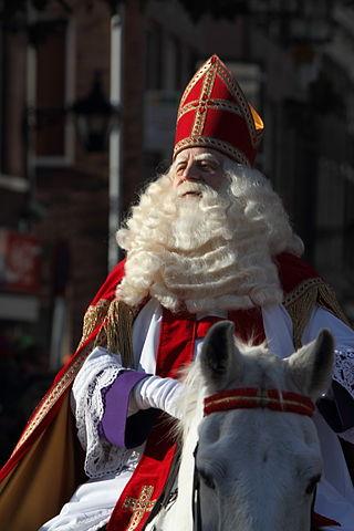 320px-Intocht_van_Sinterklaas_in_Schiedam_2009_(4102602499)_(2)