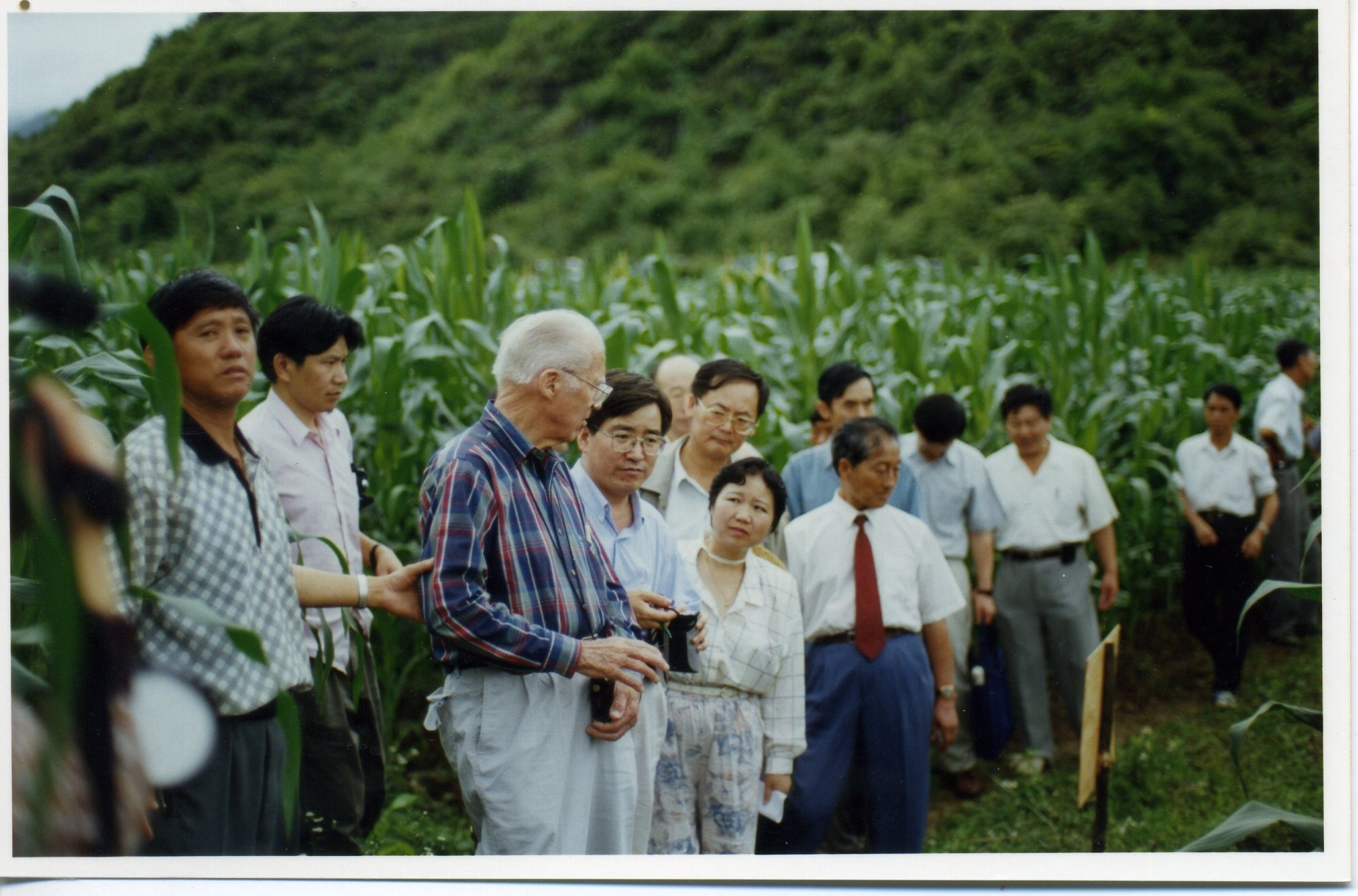 BORLAUG ATTEND QPM MAIZE FIELD IN GUIZHOU-bf3726c08c