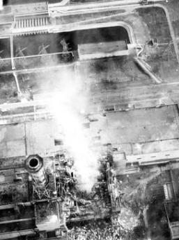 Chernobyl_burning-aerial_view_of_core