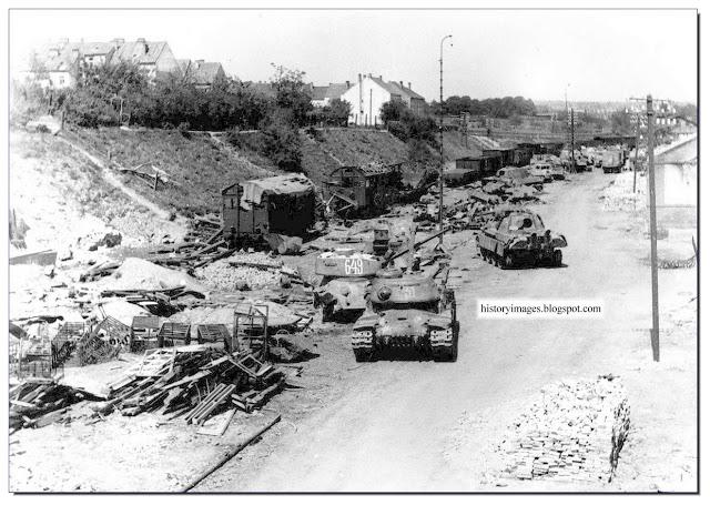 destroyed-german-equipment-znoymo-czechoslovakia-1945-may