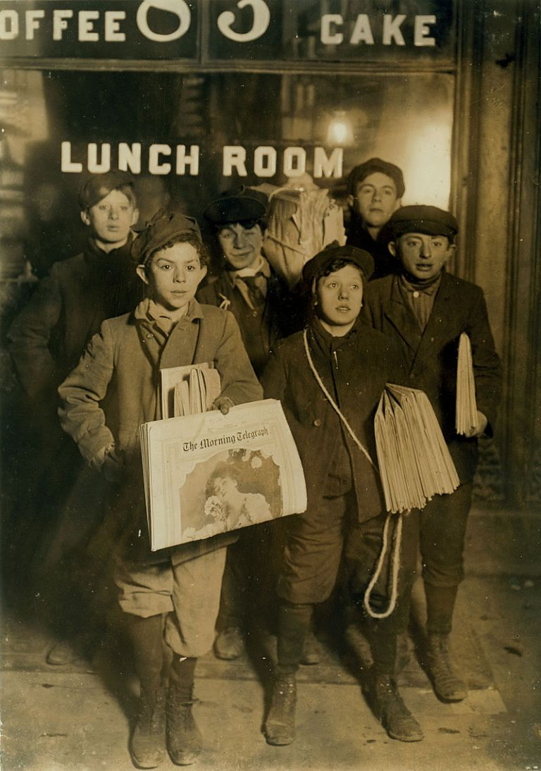 february_23rd_1908_boys_selling_newspapers_on_brooklyn_bridge (1)