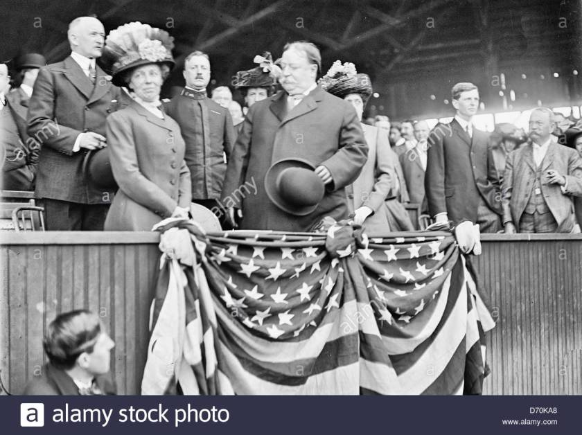 president-william-howard-taft-and-his-wife-helen-at-a-baseball-game-D70KA8.jpg