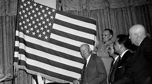 a2ac2ec0ad0d2a88ab8dd4f6d79e3d68--american-flag-history-us-flags