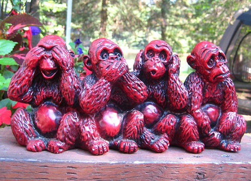 Four-wise-monkeys-wooden-sculpture