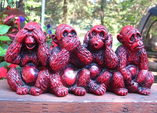Four-wise-monkeys-wooden-sculpture