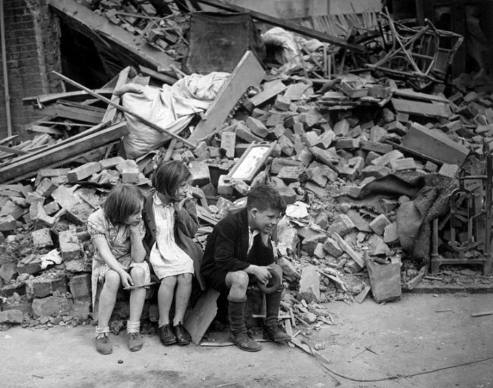 WWII_London_Blitz_East_London-Children