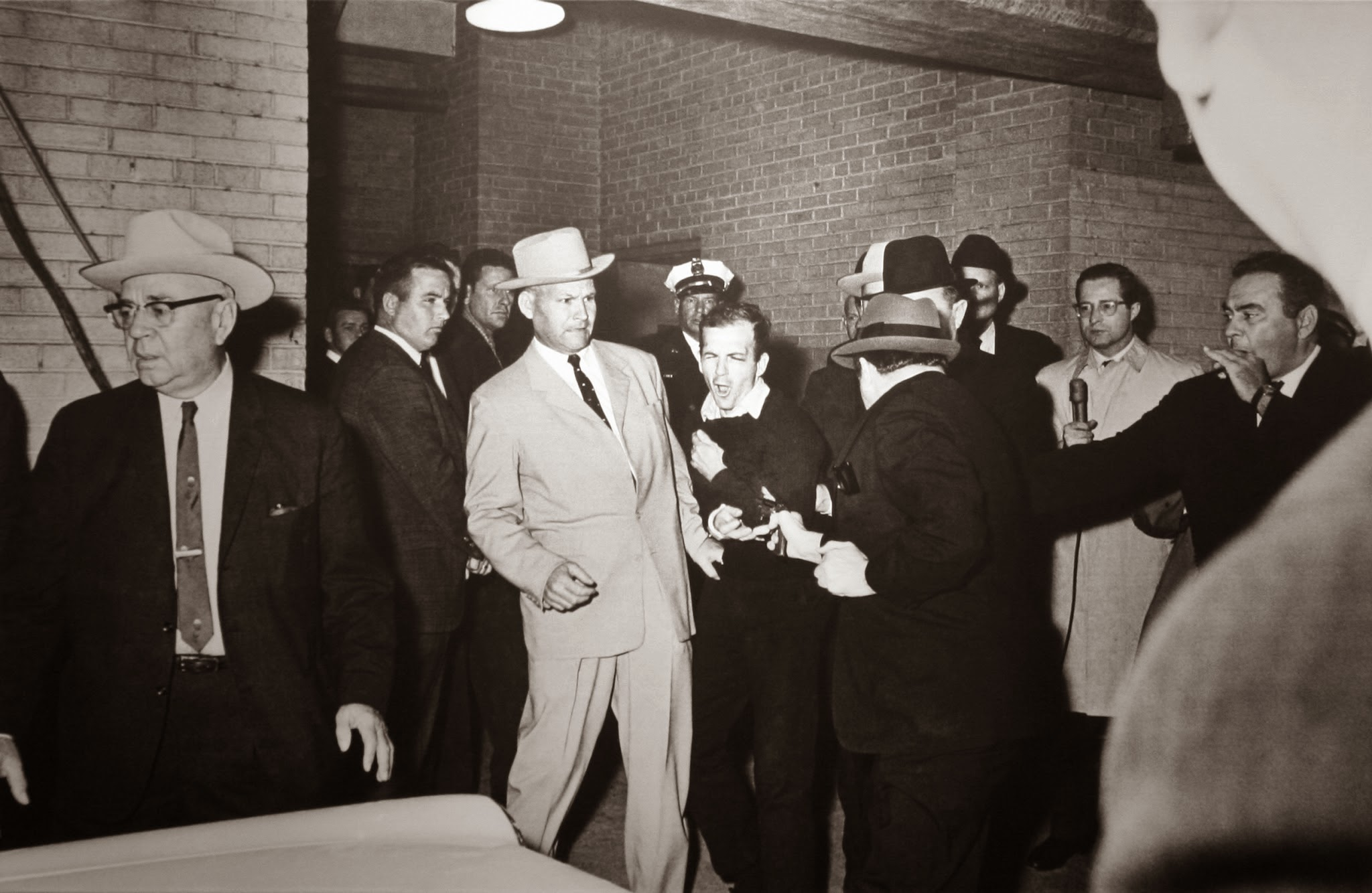 Lee-Harvey-Oswald-Is-Shot-By-Jack-Ruby-November-24-1963