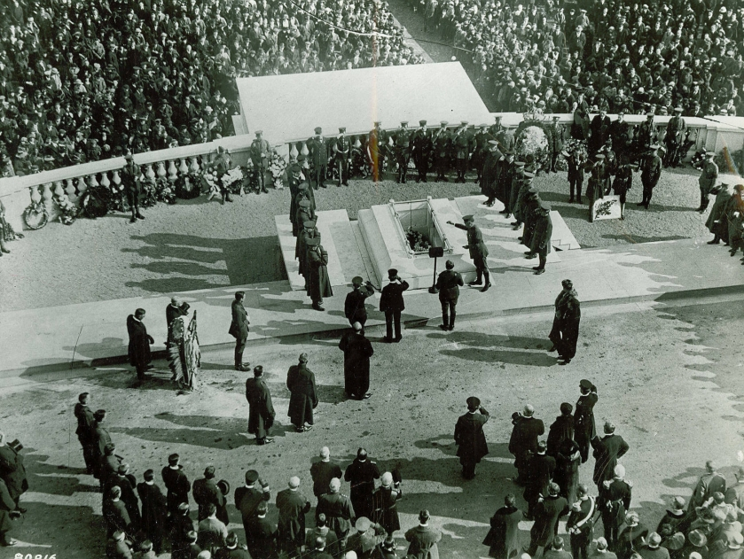 burial_of_the_unknown_soldier_at_his_tomb_at_arlington_national_cemetary
