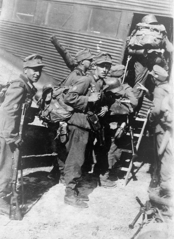 German_troops_board_a_Junkers_52_for_Crete